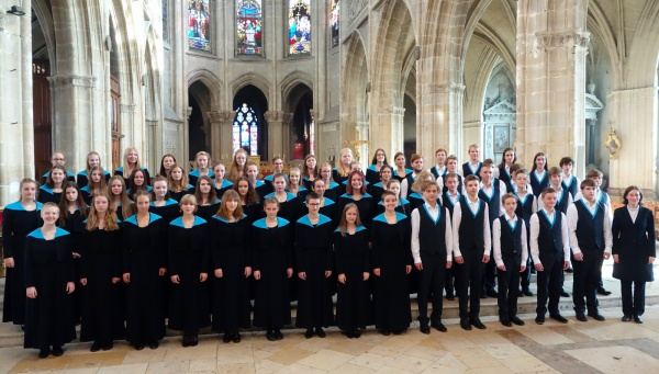 Jugendchor in der Kathedrale von Blois